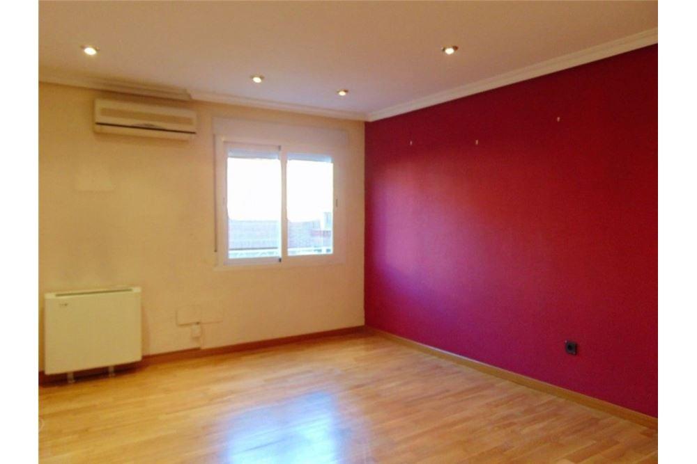 Oporto跟Opañel地铁口之间4室2卫大型公寓